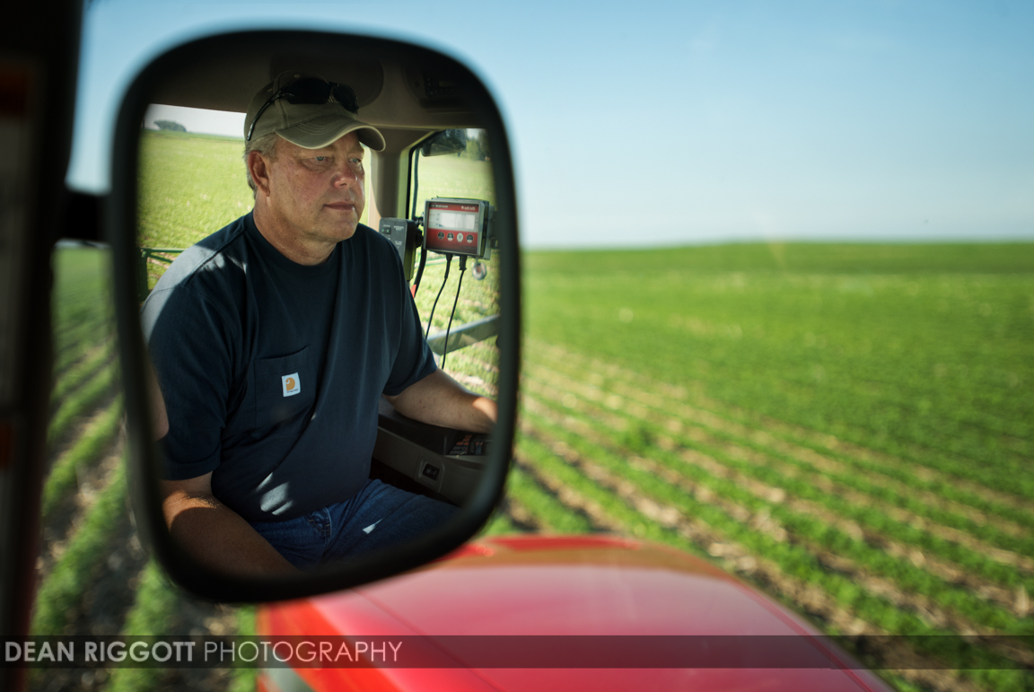 Les Anderson works on his farm near Red Wing, Minnesota, where he grows corn and soybeans. © Dean Riggott Photography www.riggottphoto.com Agricultural photography Rochester, Minnesota